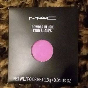 MAC Single Powder Blush in Saucy Miss